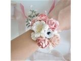 Оригинальные свадебные бутоньерки на руку  подружкам невесты,невесте