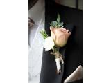 Оригинальные свадебные бутоньерки  друзьям жениха